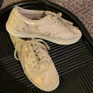 Tan & gold vans tennis shoe